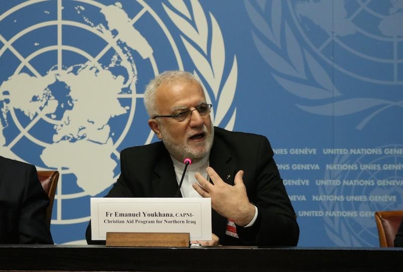 ジュネーブの国連本部でメディアに向けた共同研究の発表で発言するエマヌエル・ヨウクハナ神父=12日(写真:Ivars Kupcis / WCC)