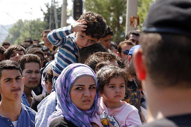 ギリシャとの国境に近いマケドニアの都市ゲブゲリヤに集まる難民たち=2015年8月24日(写真:Dragan Tatic / Bundesministerium für Europa, Integration und Äusseres)