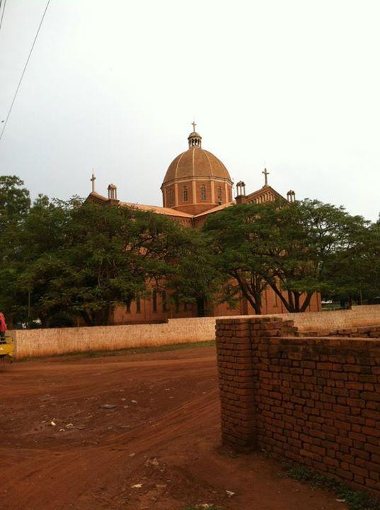 南スーダン北西部の町・ワウにあるカトリックの聖堂。2013年12月に起こった同国の内戦で多くの人々がここに逃げ込んだ(写真:Jrh008、2014年7月19日に撮影)