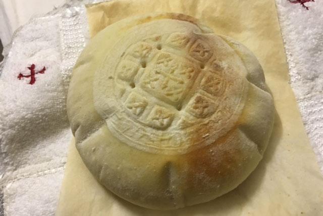 コプト正教会が大阪西成で炊き出しボランティア(2)京都のコプト教会で交流会1:ご聖体づくりを体験