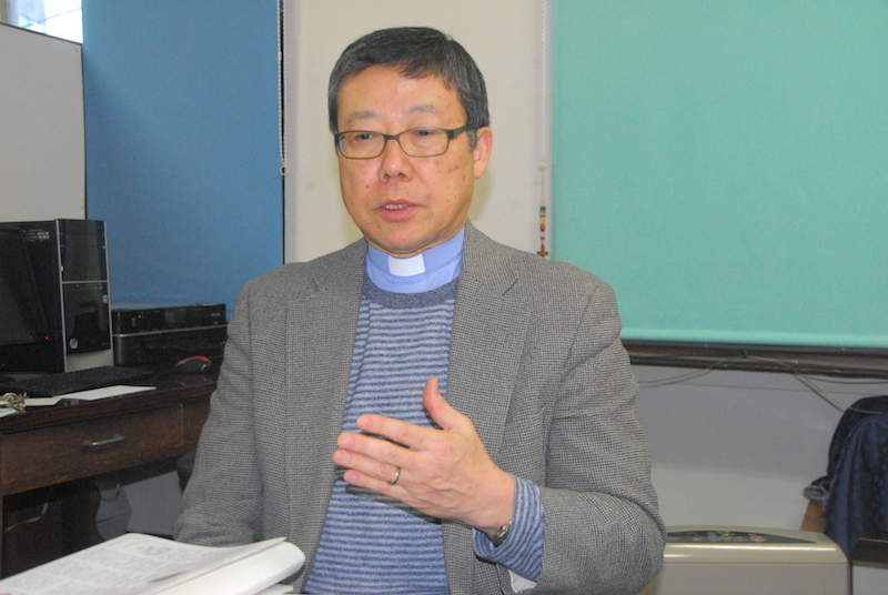 本紙のインタビューで宗教改革500年の意義を語る日本ルーテル教団(NRK)宣教総主事の斎藤衛(まもる)牧師=12月15日、東京ルーテルセンター教会(東京都千代田区)で