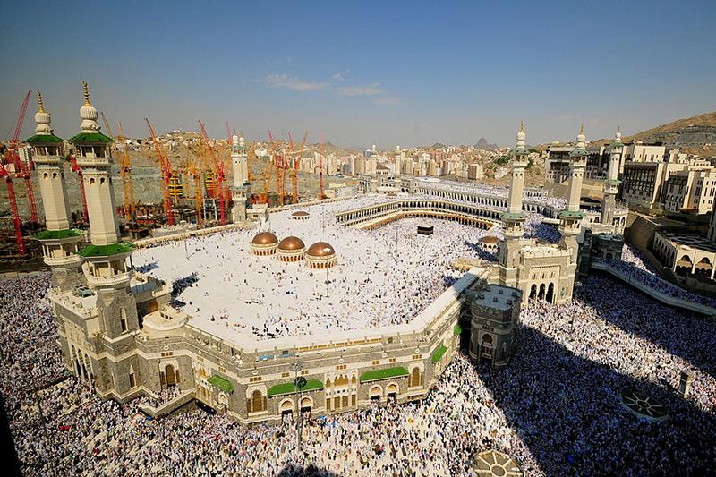 サウジアラビア西部マッカ州の州都で、イスラム教最大の聖地であるメッカにあるマスジド・ハラーム(聖モスク)=2010年11月12日(写真:Fadi El Benni of Al Jazeera English)