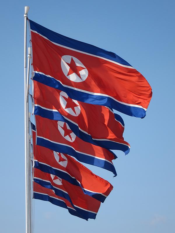 北朝鮮国旗(写真:John Pavelka)