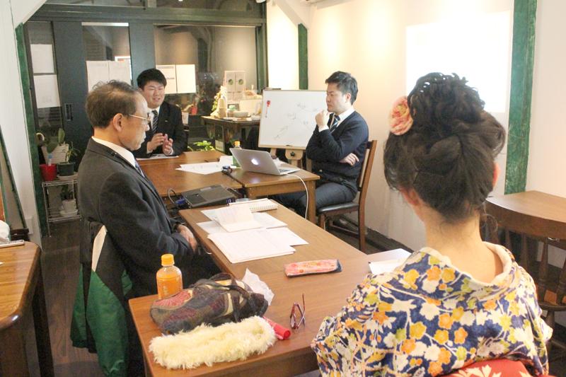 「ビジネスマップ戦略セミナー」のディッスカッションタイムでは、自由に意見や感想などが述べられ、セミナーは大いに盛り上がった=11月23日、カフェ・エクレシア銀座店(東京都中央区)で