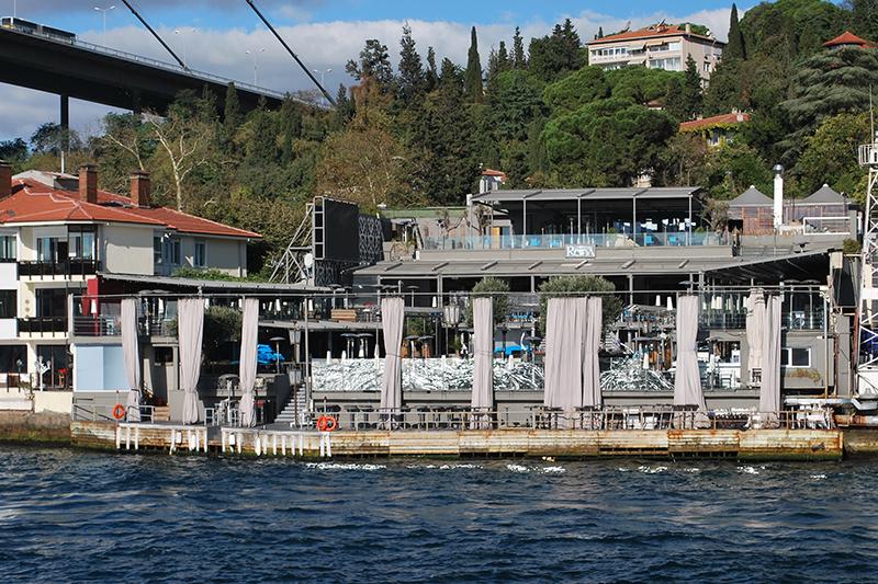 銃乱射テロ事件があったトルコ・イスタンブールのナイトクラブ「レイナ」=2012年10月18日撮影。ボスポラス海峡に面し、著名人も訪れる有名なクラブだという。(写真:Helge Hoifodt)