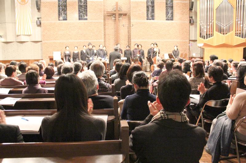礼拝堂には約200人が集まり、補助席まで出る盛況ぶりだった=18日、東京都新宿区の日本福音ルーテル東京教会で