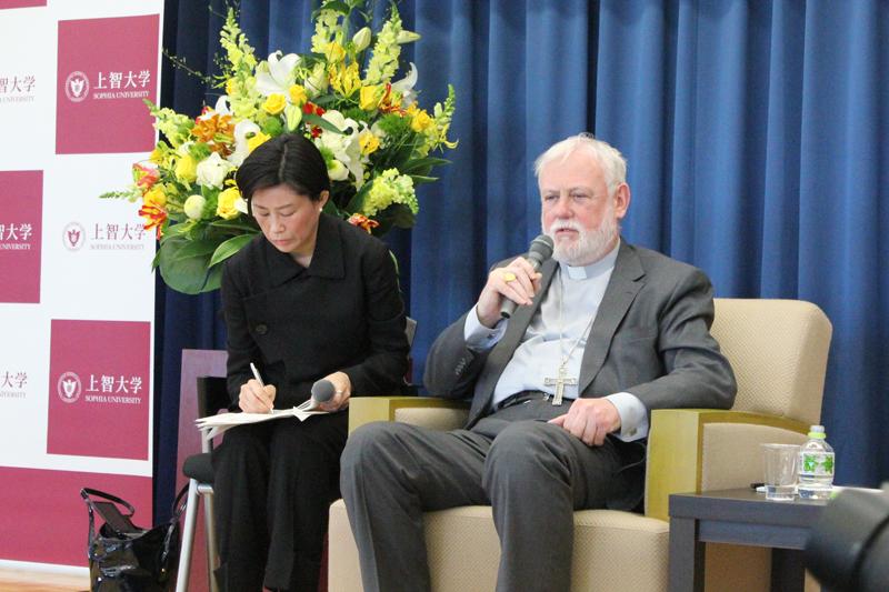 ローマ法王庁外務長官ギャラガー大司教、上智大で記者会見 シリア、移民問題についてバチカンンの対応を語る