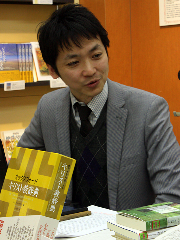 司会の松谷信司氏(雑誌「ミニストリー」編集長)=4日、教文館(東京・銀座)で
