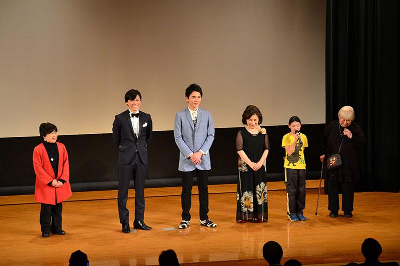 舞台あいさつに立った出演者たち=10日、江戸東京博物館ホール(東京都墨田区)で