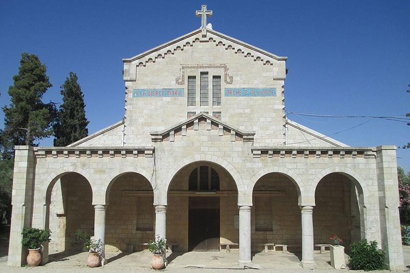 エルサレムの西約10キロにある町アブゴーシュの北西端に位置する「契約の箱聖母マリア教会」=2016年6月1日。同教会周辺で「契約の箱」の発掘調査が8月から計画されている。(写真:Dr. Avishai Teicher)