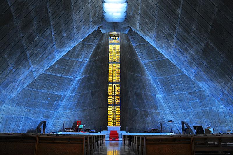 現代の教会堂が失ったものと受け継いだもの 八木谷涼子(文)、鈴木元彦(写真)『日本の最も美しい教会』