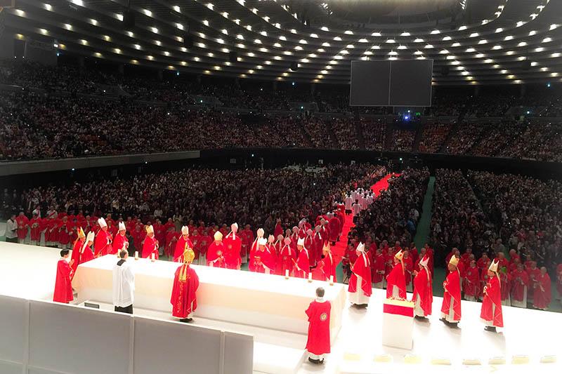 ユスト高山右近の列福式には1万人以上が参加した=2月7日、大阪城ホール(大阪市)で