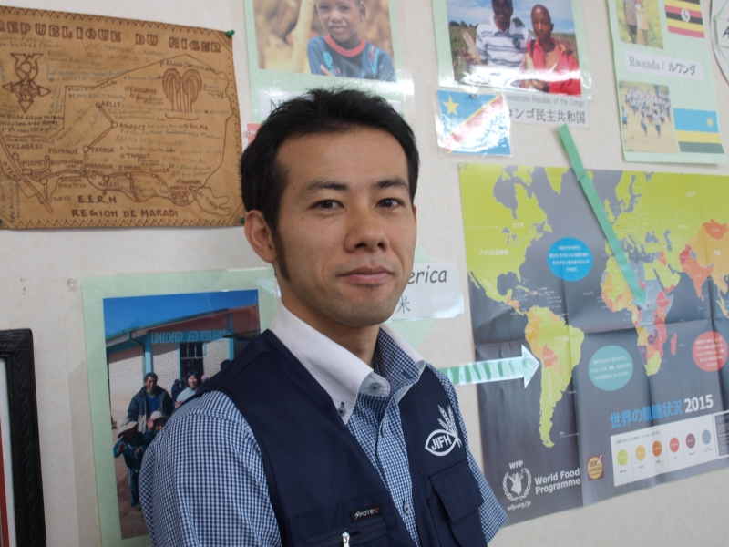 吉田知基(ともき)さん=2016年10月19日、日本国際飢餓対策機構・大阪事務所(大阪府八尾市)で