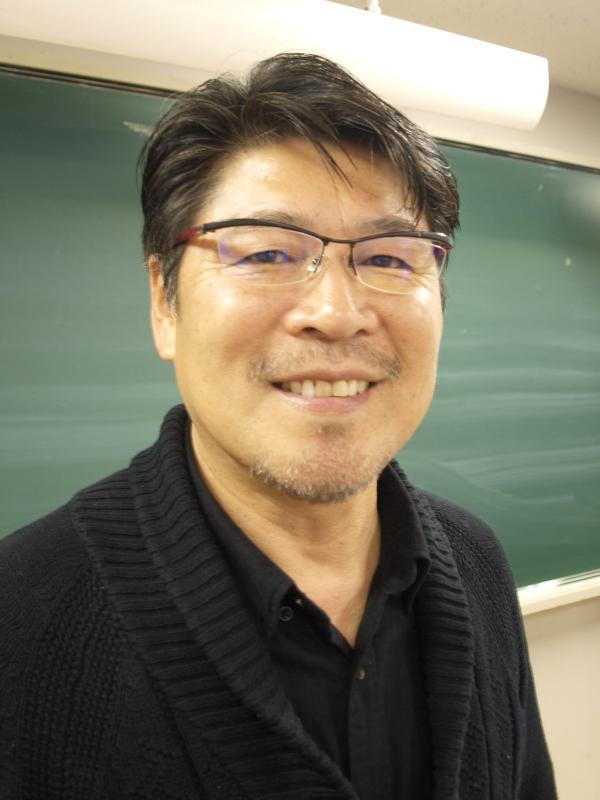 各地でセミナーを開催する小林宏繁(ひろしげ)さん=在日本韓国YMCAアジア青少年センター(東京都千代田区)で