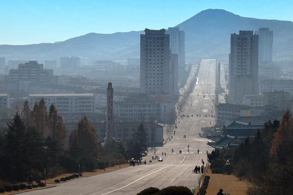 北朝鮮南部の都市、開城(ケソン)=2006年。郊外には南北共同の「開城工業団地」が開発されていたが、昨年2月の北朝鮮による弾道ミサイル発射実験後は運用が停止されている。(写真:Btxtsf)