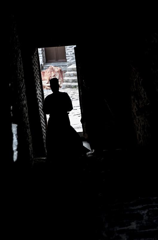 聖山アトス巡礼紀行―アトスの修道士と祈り―(26)断崖絶壁の道〜運転手とA修道士との出会い 中西裕人