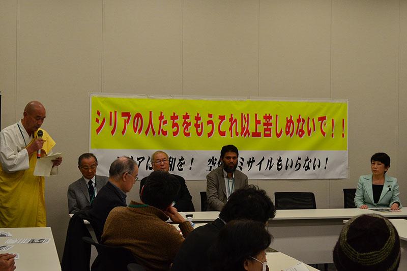 宗教を超えて集まった宗教者と国会議員ら=11日、衆議院議員会館(東京都千代田区)で