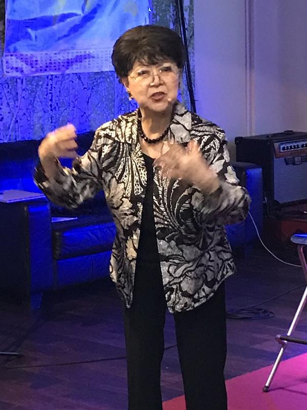 牧師、宣教師、ミニストリーリーダーを対象とした「リーダーシップミーティング」で話すホーマン愛子氏