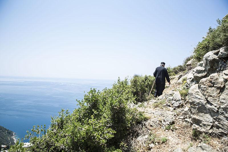 聖山アトス巡礼紀行―アトスの修道士と祈り―(27)シモノスペトラ修道院1~A修道士と断崖の絶景へ