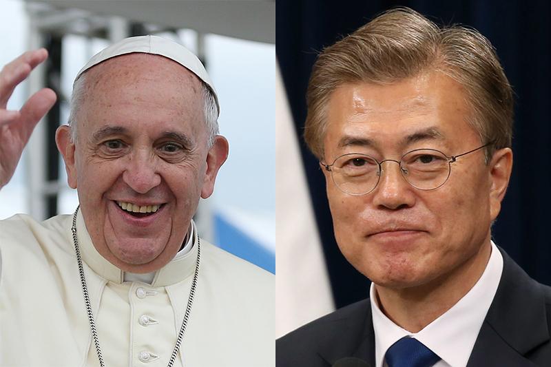 ローマ教皇フランシスコ(左)と韓国の文在寅(ムン・ジェイン)大統領(写真:Korean Culture and Information Service / Jeon Han)
