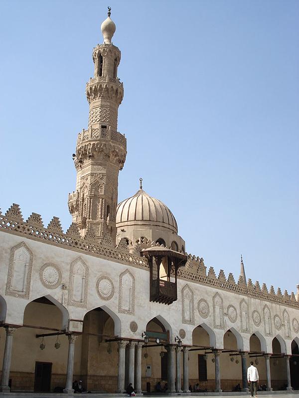 現存する世界最古の大学の1つで、イスラム教スンニ派の最高学府であるエジプトのアズハル大学(写真:Buyoof)