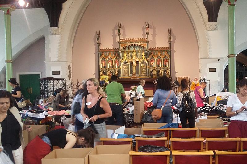救援物資でいっぱいになった聖クレメント教会(写真:ACNS)