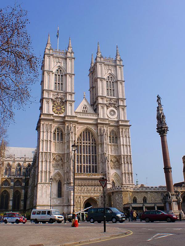 英国国教会のウェストミンスター寺院。ロンドン中心部のウェストミンスターにあり、英国の国会議事堂(ウェストミンスター宮殿)に隣接している。議事堂周辺では今年3月、英国人の男(52)が車で人をはねたり、刃物で刺したりし、一般人4人と警官1人の計5人が死亡するテロ事件が起きている。