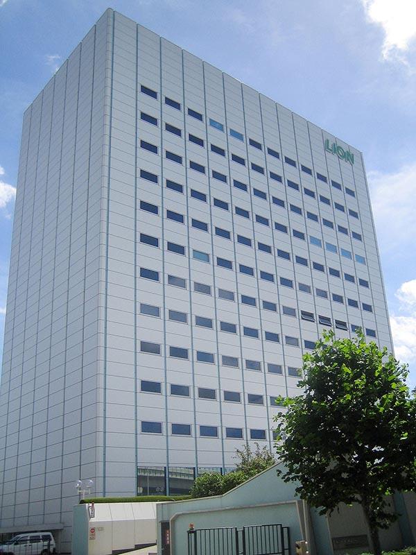 東京都墨田区のライオン本社ビル(写真:Lombroso / Wikimedia Commons)