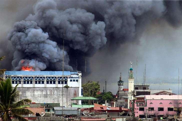 教会放火され、銃殺映像も フィリピンで猛威振るう「イスラム国」系勢力