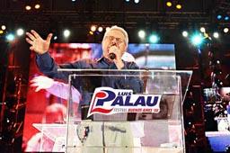 数十万人の聴衆を前に、力強いメッセージを伝えるルイス・パラウ氏=3月14・15日、アルゼンチン・ブエノスアイレスで(写真:ルイス・パラウ協会)<br />