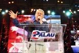 数十万人の聴衆を前に、力強いメッセージを伝えるルイス・パラウ氏=3月14・15日、アルゼンチン・ブエノスアイレスで(ChristianPost、Luis Palau Association)