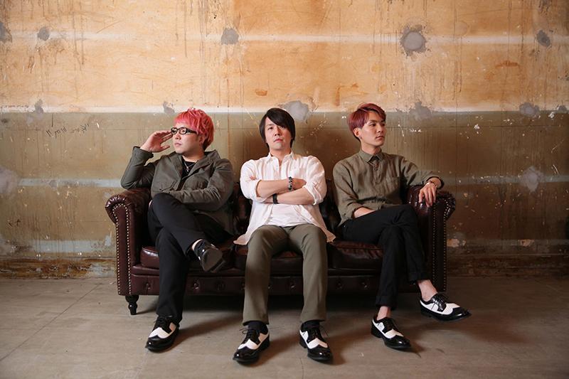 個性的な男性3人のピアノコーラスグループ。左からHama、Kengo、Nozom(写真提供:株式会社オフィスカオル提供)