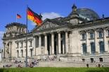 ドイツ議会が同性婚の合法化を可決、メルケル首相は反対票 カトリック教会は遺憾表明