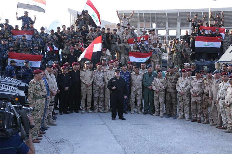 モスル旧市街で勝利宣言をするイラクのハイダル・アバディ首相=10日(写真:同首相のツイッターより)