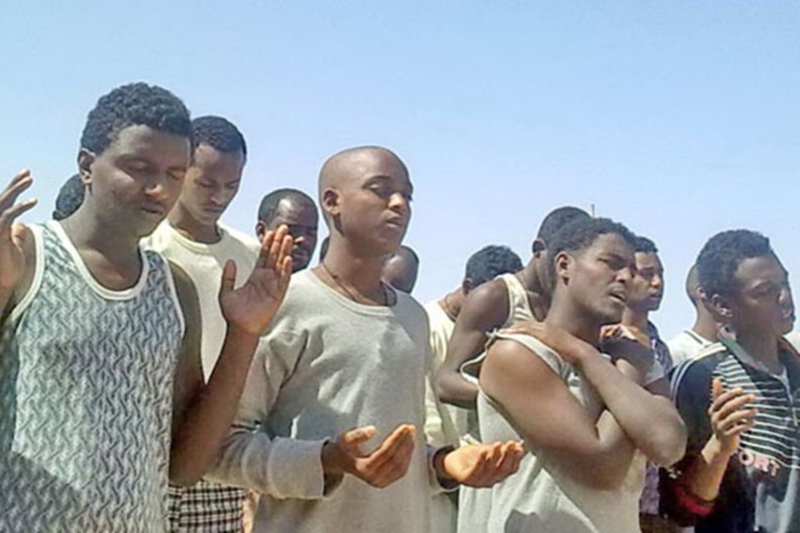 エジプトの刑務所で賛美をするエリトリアのキリスト教徒たち(写真:バルナバス基金)