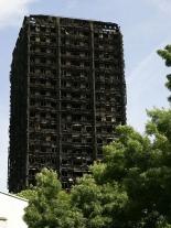 80人死亡の英ロンドン高層住宅火災、現場近くの教会で追悼礼拝行われる