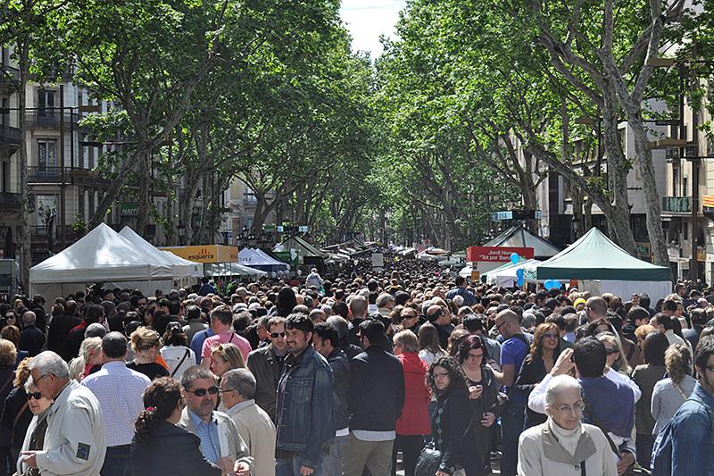ランブラス通りの平常時の様子。バルセロナを代表するメインストリートで、中心部から臨海地区まで約1・2キロある=2011年4月23日(写真:JT Curses)