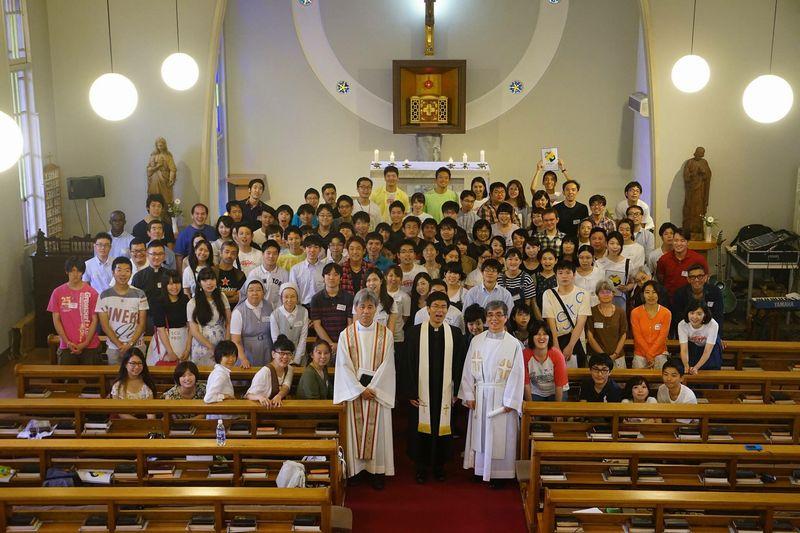 超教派の青年たちが集まり、イベントを行った=19日、カトリック成城教会(東京都世田谷区)で
