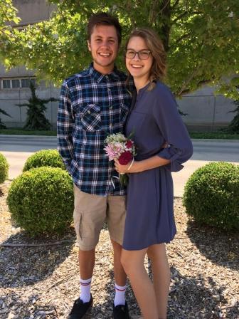 宣教活動中に出会った10代のカップル、結婚翌日に事故死