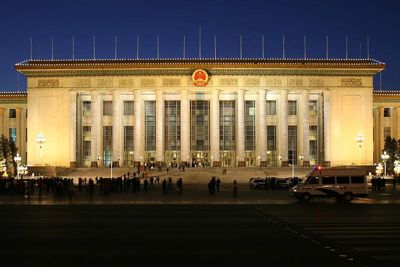 全国人民代表大会などの議場として用いられる人民大会堂(写真:Thomas.fanghaenel)<br />