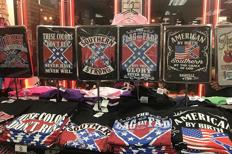 南部では、米国の国旗ではなく南部連合の旗をモチーフとしたお土産がたくさん販売されている。