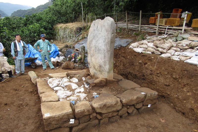 天正遣欧少年使節・千々石ミゲルの棄教を覆す 墓から聖なる道具出土