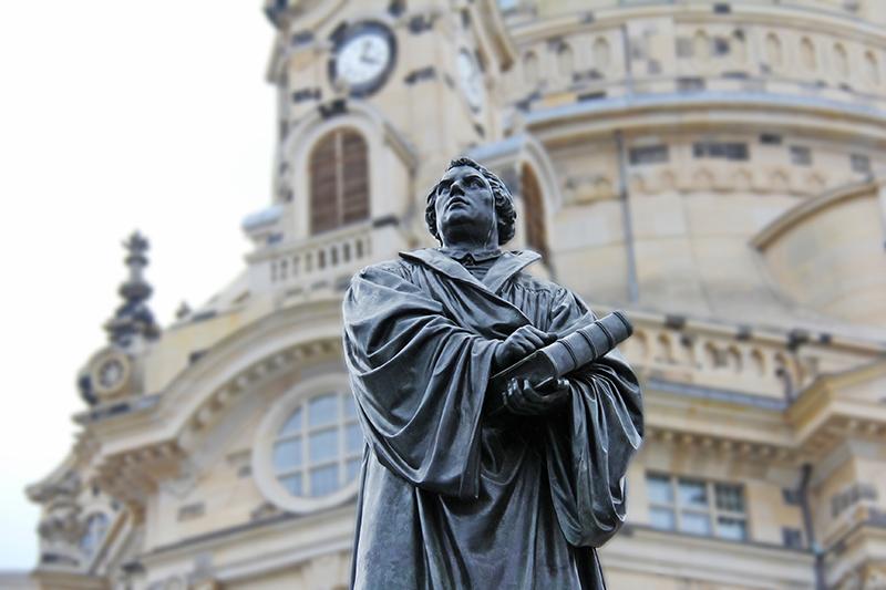 宗教改革者マルティン・ルターの銅像(写真:Pixabay)