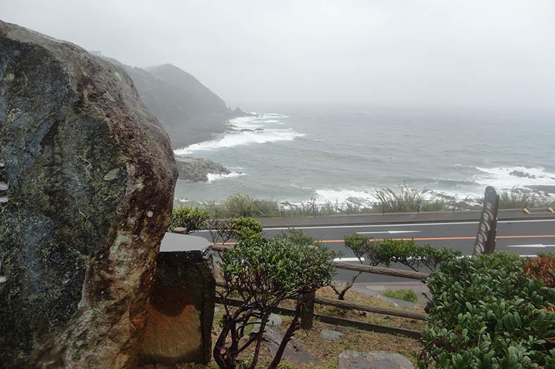 海岸から断崖が立ち上がる外海の地形