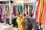店内の古着はすべて無料 キリスト教団体がヨルダンで衣料品店をオープン