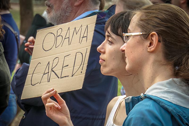 医療保険制度改革(通称・オバマケア)の存続を求める人たち=2月25日、米ワシントンで(写真:Ted Eytan)