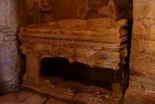 サンタクロースのモデル 聖ニコラウスの墓、トルコの教会地下に存在か