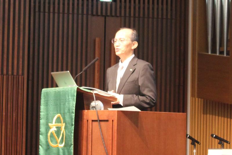 レクチャーで講師を務めた日本聖書協会の島先克臣氏=10月28日、青山学院大学(東京都渋谷区)で