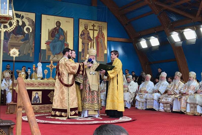 旧ソ連崩壊後、ロシア正教会のトップとしては初めてルーマニアを訪問したモスクワ総主教キリル(中央)(写真:ルーマニア正教会)