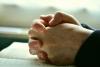 教会で26人死亡の悲劇「祈りは無駄なのか」ネットで議論